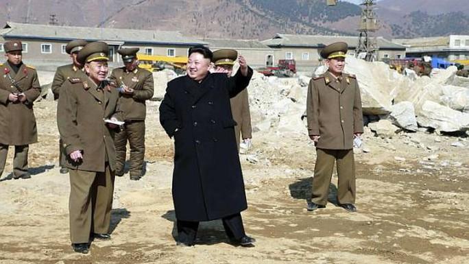 Nhà lãnh đạo Triều Tiên Kim Jong-un trong một chuyến thị sát quân đội. Ảnh: REUTERS