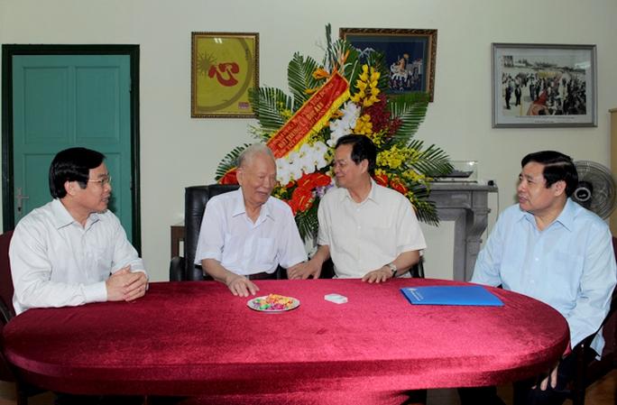 Thủ tướng và các Bộ trưởng Phùng Quang Thanh, Nguyễn Bắc Son thăm hỏi nguyên Chủ tịch nước, Đại tướng Lê Đức Anh nhân Tết Độc lập 2-9
