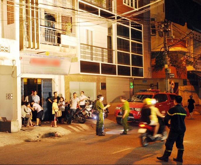 Công an khám nghiệm hiện trường vụ cháy
