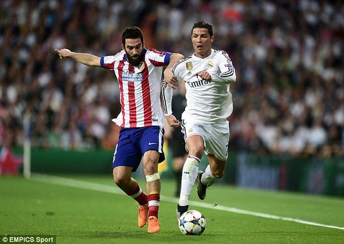 Turan, một trong những cầu thủ chơi rất máu lửa trong màu áo Atletico