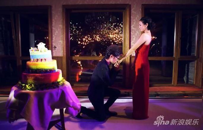 Cô nhận lời cầu hôn từ Uông Phong