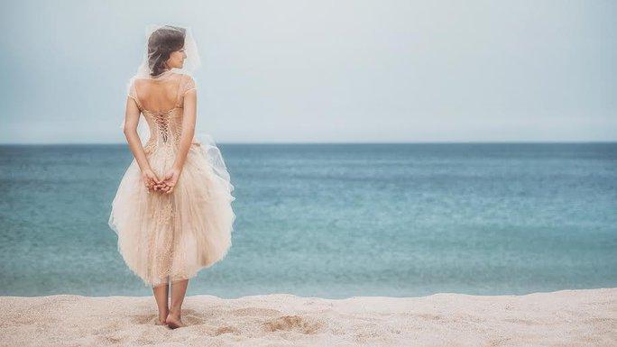 Bộ ảnh được chụp nhiếp ảnh gia Trịnh Quốc Huy chụp ở Phan Rang với sự hỗ trợ của stylist Nguyễn Thiện Khiêm, makeup Trí Trần và costume Joli Poli