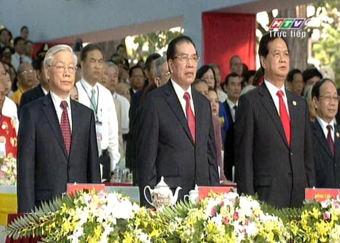 Các vị lãnh đạo đất nước cùng dự lễ chào cờ trong lễ 30-4