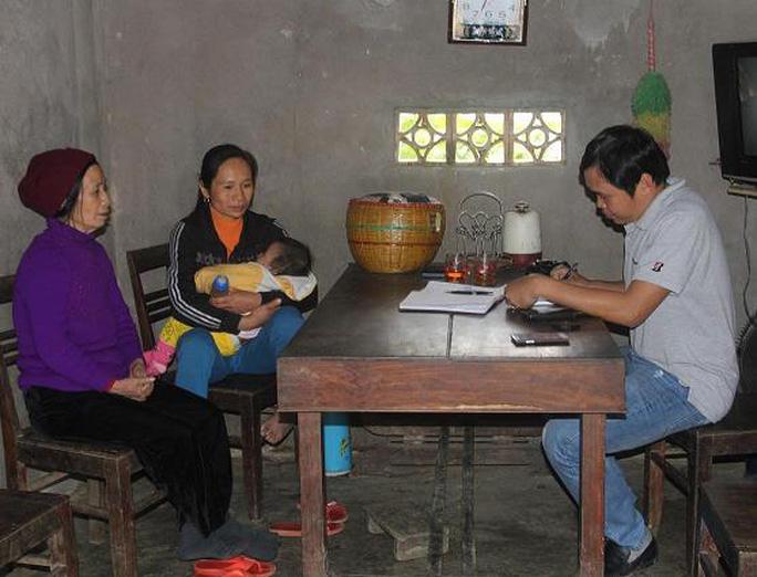Mẹ và chị gái chị Đào trao đổi với phóng viên