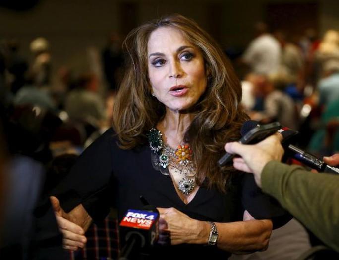 IS tuyên bố sẽ lấy mạng của người tổ chức buổi triển lãm và blogger người Mỹ Pamela Geller. Ảnh: Reuters