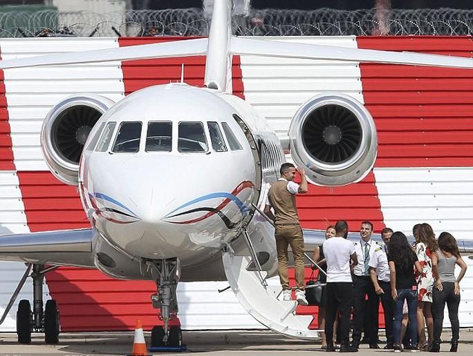 Van Persie tạm biệt CĐV M.U trước khi bay sang Thổ Nhĩ Kỳ