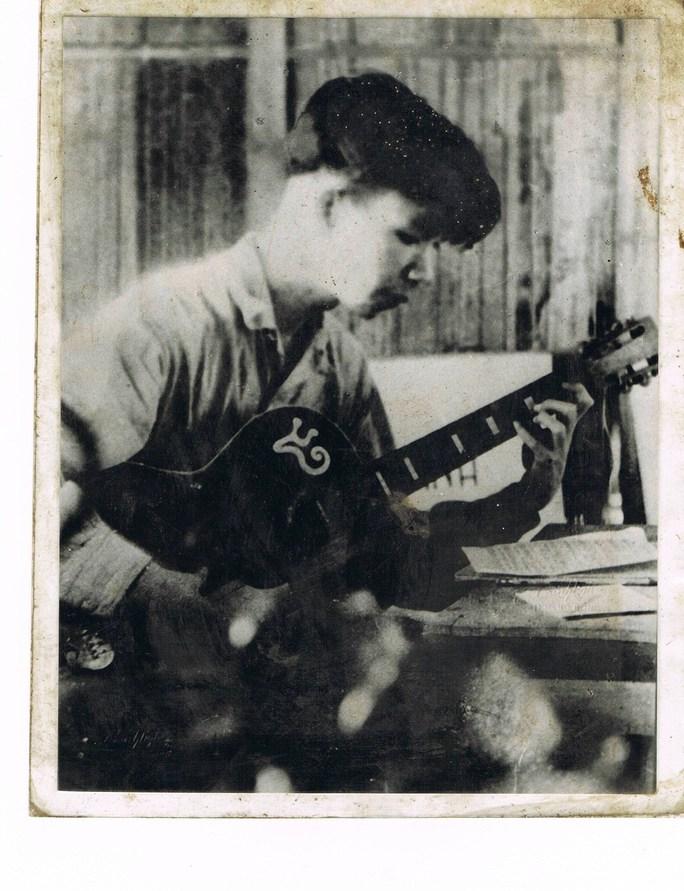 Văn Cao đang sáng tác Trường ca sông Lô (năm 1947) khi ông 24 tuổi