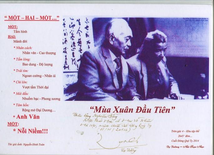 Đại tướng Võ Nguyên Giáp trong một chuyến thăm nhạc sĩ Văn Cao năm 1992 do nhiếp ảnh gia Nguyễn Đình Toán chụp