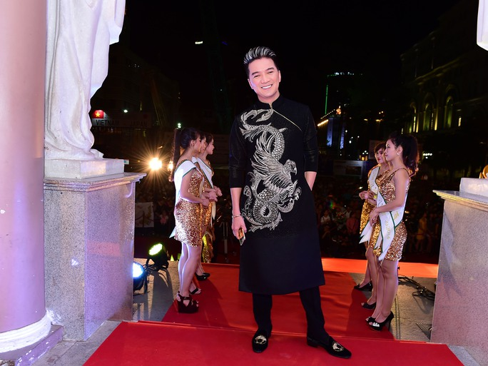 Những trang phục đẹp, độc của sao tại Mai Vàng 2014 - Ảnh 3.