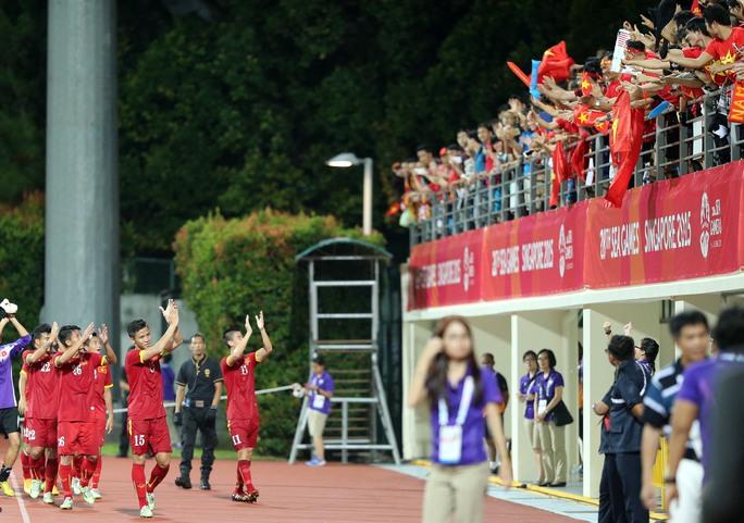 Để các cầu thủ U23 xuất hiện trong niềm hưng phấn