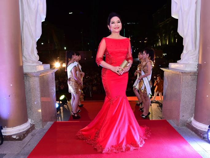 Những trang phục đẹp, độc của sao tại Mai Vàng 2014 - Ảnh 11.