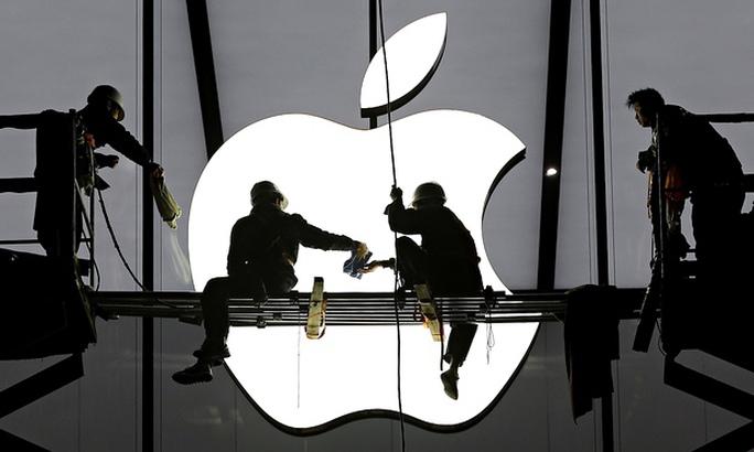 """""""Đi đêm"""" lôi kéo nhân tài, Apple bị kiện"""