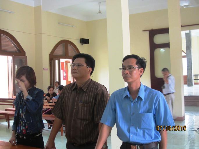 Phiên tòa phúc thẩm yêu cầu công an huyện Tuy An bồi thường vì tổ chức khám ngực trái phép