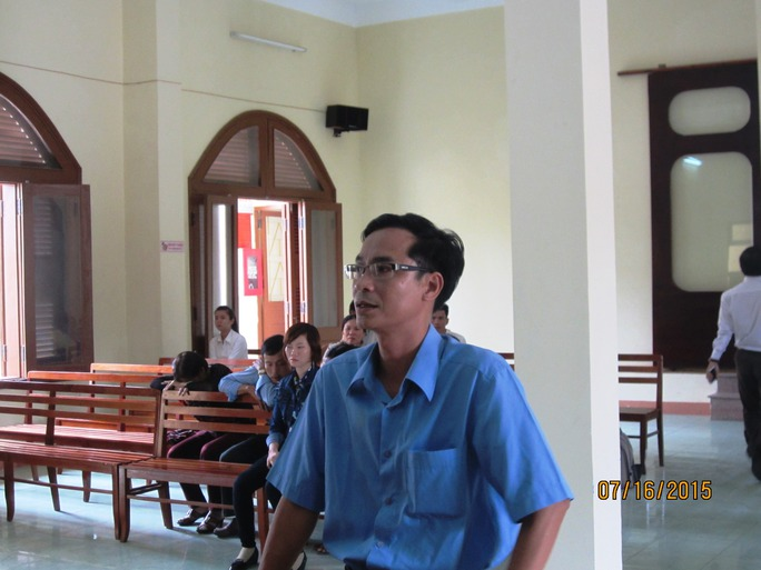Thiếu tá Võ Văn Thái, người bị kiện là đã tổ chức khám ngực phụ nữ trái phép còn mình đứng nhìn