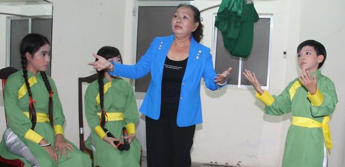 Kiều Mỹ Dung: Mất một chân vẫn nặng nợ sân khấu!