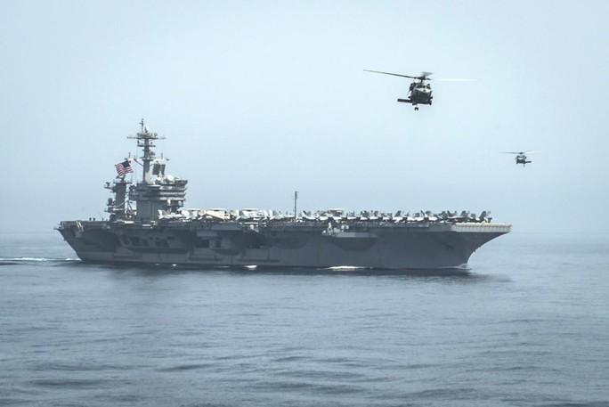 Tàu sân bay hạt nhân USS Theodore Roosevelt của Mỹ được điều tới biển Ả Rập để ngăn chặn con đường vận chuyện vũ khí của Iran tới Yemen. Ảnh: Reuters