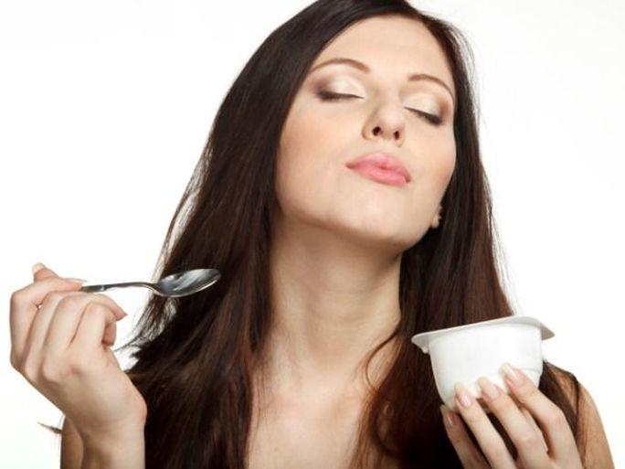 Ăn sữa chua giúp phụ nữ tránh viêm nhiễm vùng kín