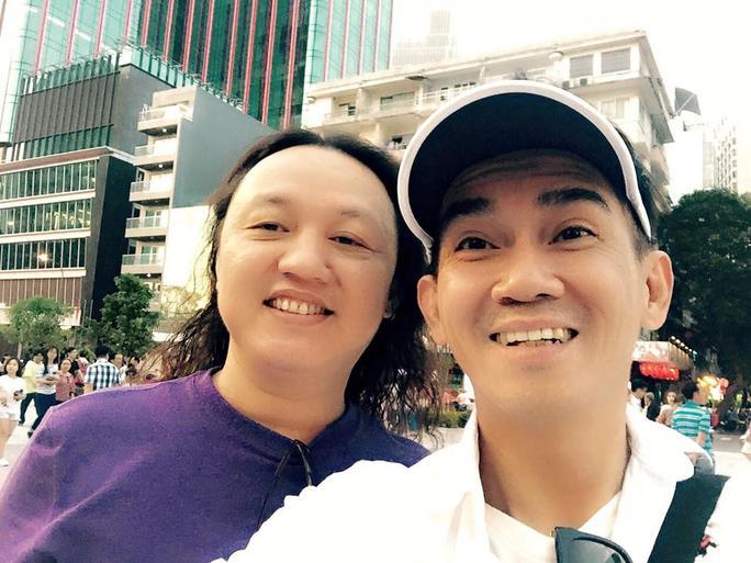 """Minh Thuận và Nhật Hào """"tung tăng"""" dạo phố đi bộ Nguyễn Huệ trong những ngày lễ"""