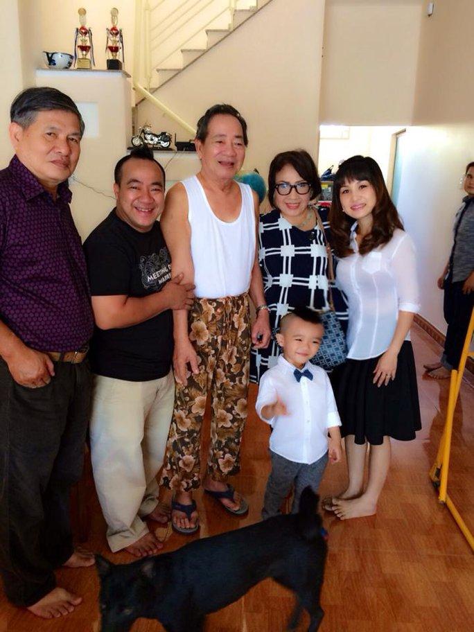 Vợ chồng NSND Lệ Thủy đến dự đám giỗ lần thứ 4 của cố nS Kim Ngọc