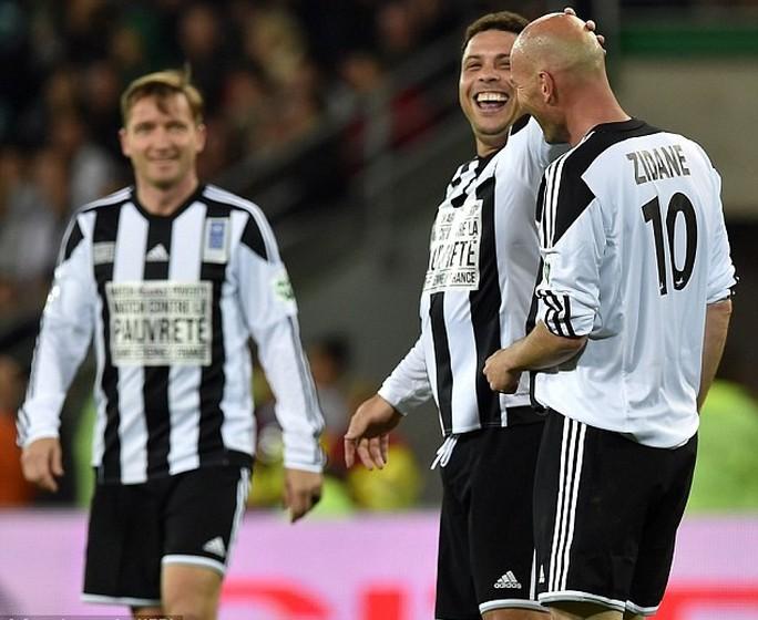 """Xem Ro """"béo"""" phối hợp và ghi bàn như chỗ không người với Zidane"""