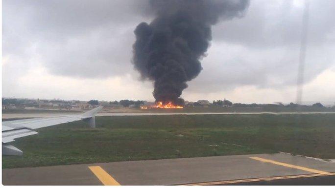 Hiện trường vụ tai nạn rơi máy bay ở Malta. Ảnh: RTE