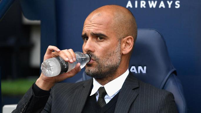 HLV Pep Guardiola không đi thẳng vào vấn đề khi được hỏi về khả năng ăn 4 của Man City mùa này