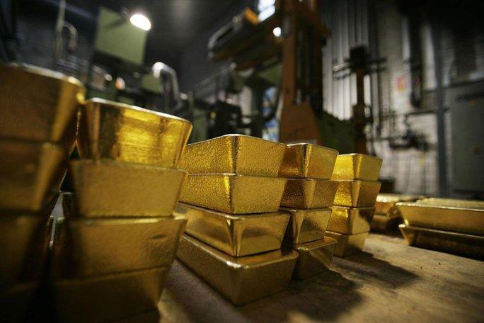 Ông Lawrence đã buôn lậu 18 miếng vàng bằng đường hậu môn. Ảnh minh họa: INDEPENDENT