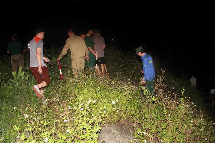 Trắng đêm truy bắt đối tượng ở ven bờ sông Uông
