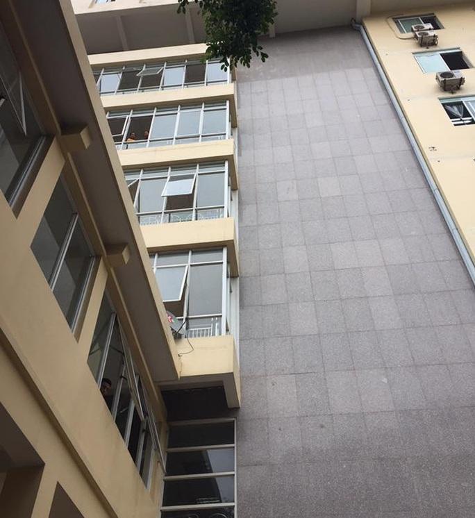 Tòa nhà 9 tầng tại Bệnh viện 198, nơi xảy ra vụ việc người đàn ông rơi từ trên cao xuống đất tử vong