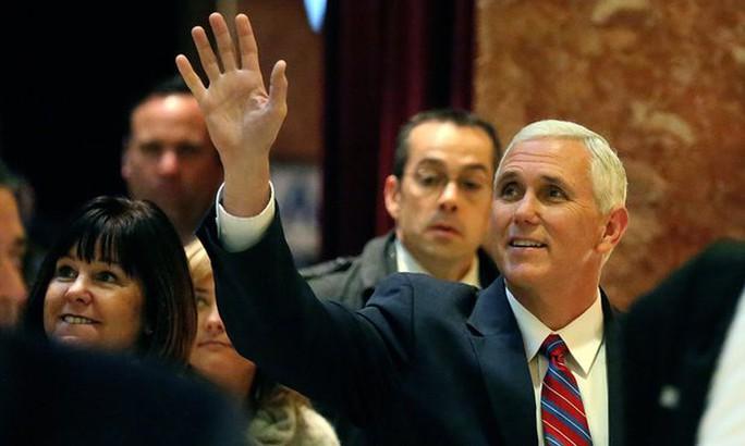Phó Tổng thống đắc cử Mike Pence tại Tháp Trump hôm 15-11. Ảnh: REUTERS