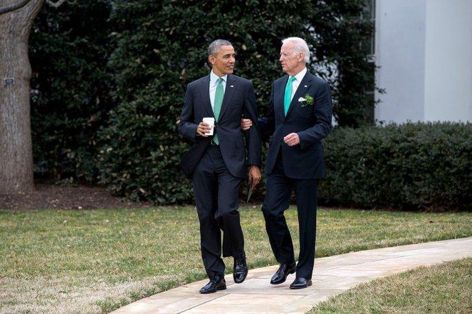 Tổng thống Obama đi ăn trưa cùng cấp phó ngày 17-3-2015. Ảnh: NHÀ TRẮNG