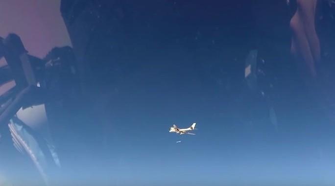 Nga điều máy bay ném bom được trang bị tên lửa hành trình chống IS. Ảnh: YOUTUBE
