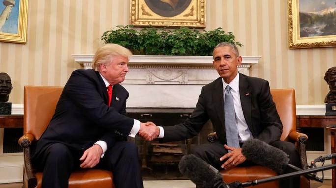 Tổng thống Obama (phải) tiếp ông Trump tại Nhà Trắng 2 ngày sau khi ông đắc cử. Ảnh: AP