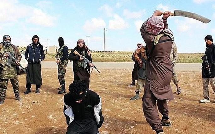 IS xử tử một thành viên muốn bỏ trốn khỏi Mosul. Ảnh: ALALAM