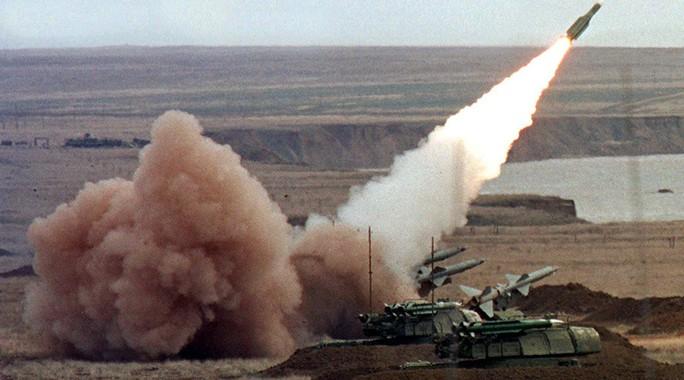 Tên lửa do quân đội Ukraine bắn trong cuộc tập trận năm 1999. Ảnh: REUTERS