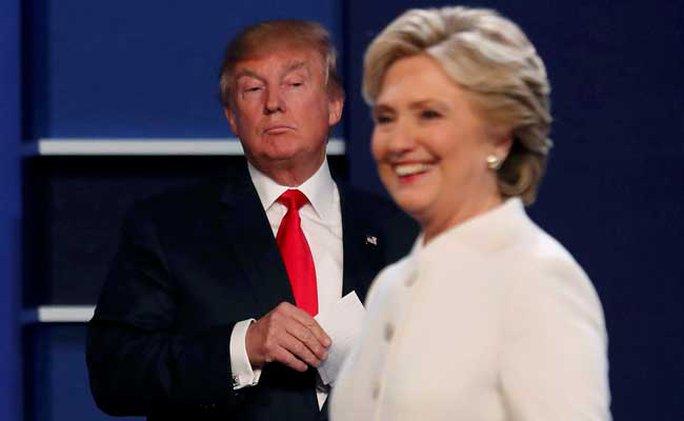 Ông Trump buồn vì phe của bà Clinton tham gia nỗ lực kiểm phiếu lại. Ảnh: AP