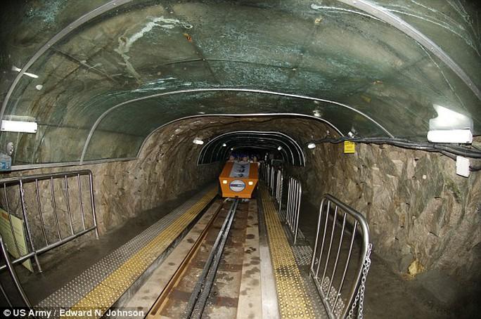 Một đường hầm do quân đội Hàn Quốc phát hiện. Ảnh: DAILY MAIL
