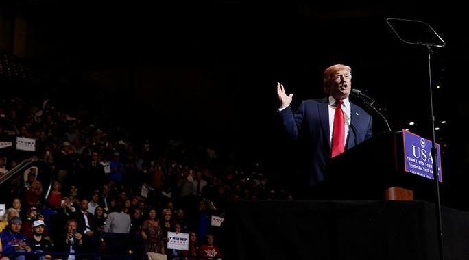 Ông Trump phát biểu tại điểm dừng chân mới nhất ở TP Fayetteville, bang Bắc Carolina hôm 6-12. Ảnh: REUTERS