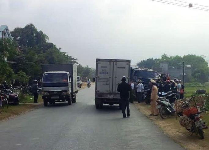 Hiện trường vụ tai nạn xe tải mất lái tông chết cụ ông đi xe máy