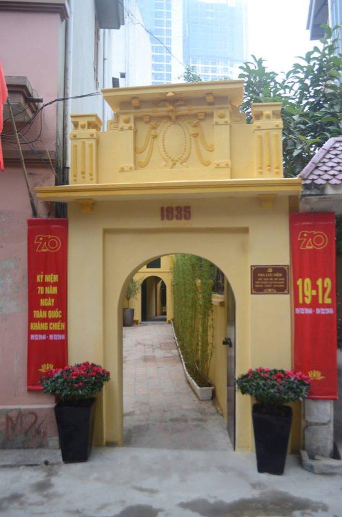 Cổng vào ngôi nhà cụ Nguyễn Văn Dương, nơi Bác Hồ làm việc những ngày mùa đông năm 1946