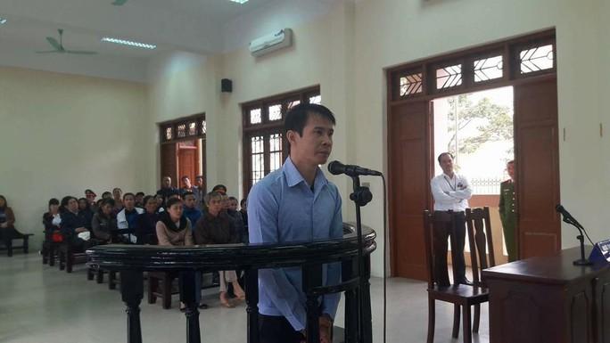 Bị cáo Nguyễn Quang Vinh trong phiên xét xử sáng ngày 19-12