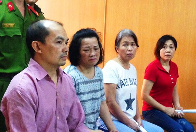 Bốn bị cáo Trung Quốc tại phiên tòa.