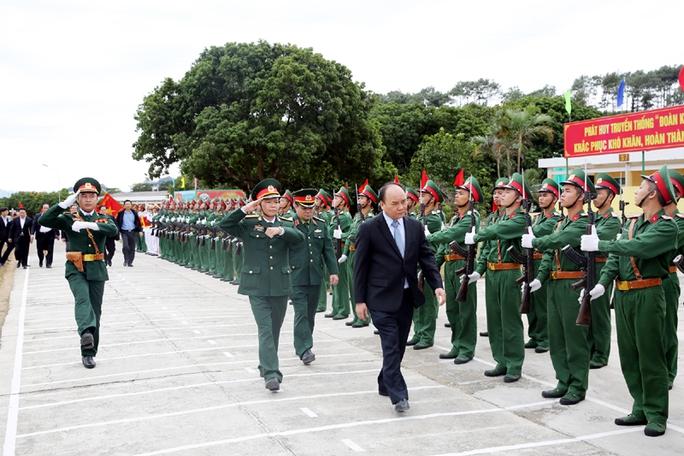 Thủ tướng thăm cán bộ, chiến sĩ Lữ đoàn 242
