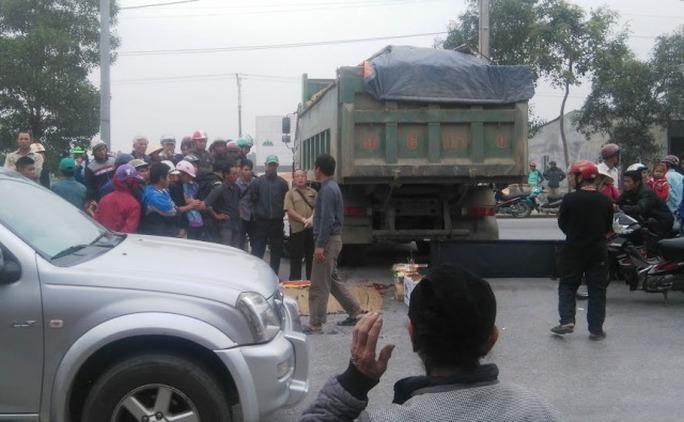 Hiện trường vụ tai nạn xe hổ vồ cán chết nam thanh niên