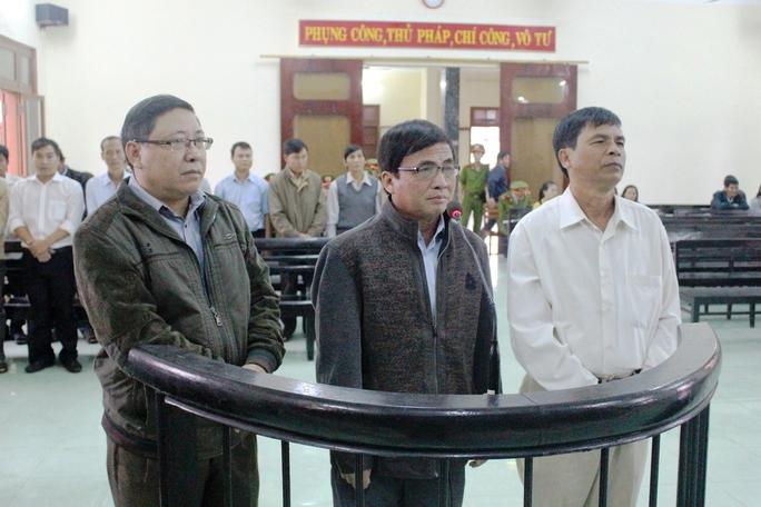 3 bị cáo có kháng cáo bản án sơ thẩm có mặt tại phiên tòa phúc thẩm