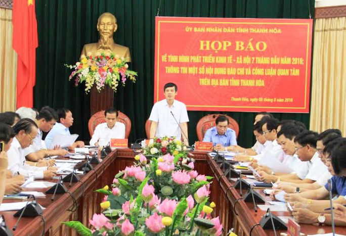 Ông Nguyễn Đình Xứng, Chủ tịch UBND tỉnh Thanh Hóa chủ trì tại một cuộc họp báo