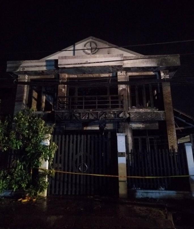 Hiện trường căn nhà cháy được được phong tỏa