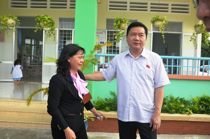Sau buổi tiếp xúc cử tri, Bí thư Thành ủy TP HCM và tổ đại biểu Quốc hội ghé thăm trường Mầm non Phạm Văn Cội 2 (huyện Củ Chi)