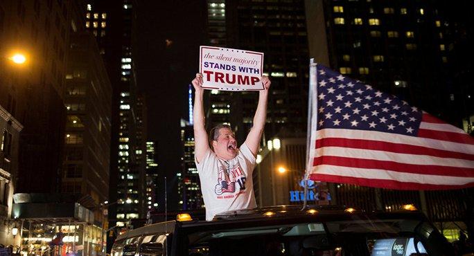 Cử tri mừng chiến thắng của ứng viên Trump. Ảnh: Reuters