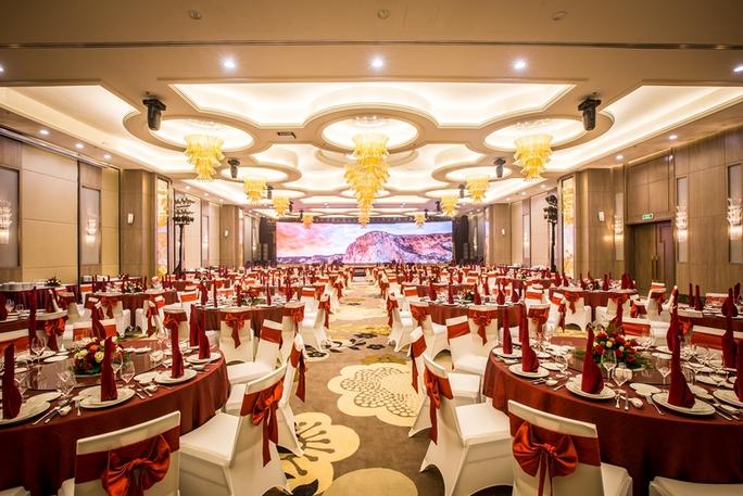 Với sức chứa 500 người và trang thiết bị hiện đại, Ballroom bên trong khách sạn sẽ đáp ứng tốt nhất cho các sự kiện, hội nghị tại Vinpearl Cần Thơ Hotel. Ảnh: T.CHI